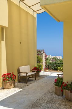 Daphnis Villas, Pirgos Psilonerou, Chania: An elegant complex of 4 modern villas that share a swimming pool, just 400 meters away from the beach! View more & make a reservation: http://www.mysunnyescapes.com/svilla.php?id=12