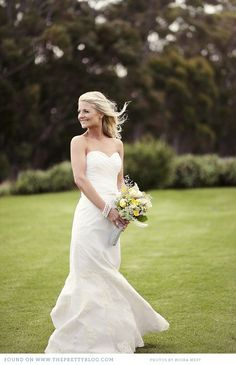 Elegant wedding gown & Yellow bouquet | Photography: Moira West, Flowers: Saffron, Dress: Elbeth Gillis