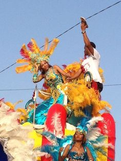Carnaval in Santa Maria 13-02-2013. Helping miss Carnaval avoid a power line...
