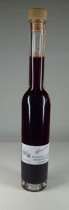 HEIMISBACHER HIMBEERI-ESSIG Himbeer-Essig aus dem Emmental, mit Essigmutter natürlich hergestellt Emmental, Sauce Bottle, Soy Sauce, Whiskey Bottle, Red Wine, Alcoholic Drinks, Glass, Food, Raspberries