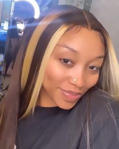 Mix Color Straight Hair Wig, Do you rock this? Lowkey was waiting for her to do these colors again 💛🤎 Baddie Hairstyles, My Hairstyle, Pretty Hairstyles, Straight Hairstyles, Colored Weave Hairstyles, 2015 Hairstyles, Casual Hairstyles, Celebrity Hairstyles, Hairstyle Ideas