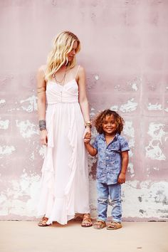 Adorable! Shelby Keeton Poses with Her Son for Free People Mother's Day Shoot /// SS 14-15 /// #ACETINADOS #lisos