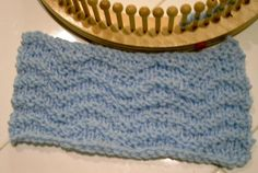 Ripple Stitch on a loom...do not click the picture...use this link to get to the pattern! http://suzann-does-it-all.com/loom-knitting/ripple-stitch