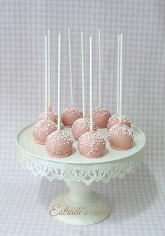 Estrade's cakes: cake pops en tonos rosas y blancos para una Primera Comunión
