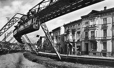 Schwebebahnwagen in Wuppertal-Barmen, Uferstraße