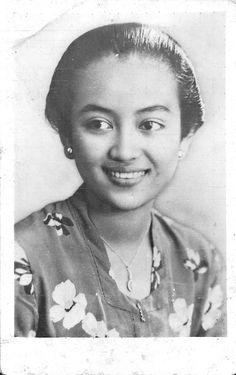 old-indische: Gusti Raden Ajeng Siti Nurul Kamaril Ngarasati Kusumawardhani
