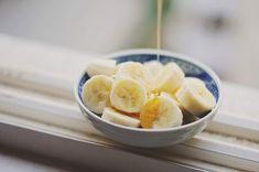 Desayuno.    Plátano con miel de abeja natural.
