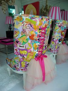I collect Barbies, so when I came across these chairs, I couldn't believe my eyes!