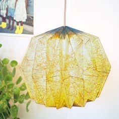 EASY TUTORIAL on how to make this origami lamp with 1 roadmap and 1 old CD.
