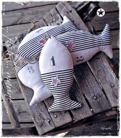 Petits poissons en tissu rayure bleu et blanc    épinglé par Mayoparasol Ⓡ,  maillots 0ca57c2dbb9