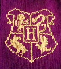 Ravelry: Hogwarts School Crest Chart pattern by Danielle MacDonald Baby Harry Potter, Harry Potter Crochet, Harry Potter Theme, Knitting Charts, Loom Knitting, Knitting Needles, Knitting Patterns, Knitted Washcloths, Knit Dishcloth
