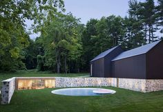 Built by Roger Ferris + Partners in New Canaan, United States with date Images by Paùl Rivera © Archphoto. The Wiley residence in New Canaan, Connecticut, designed by Philip Johnson in was purchased with the intenti. Philip Johnson, Underground Living, Underground Homes, A As Architecture, Residential Architecture, Tectonic Architecture, Outdoor Walls, Outdoor Pool, Fachada Colonial