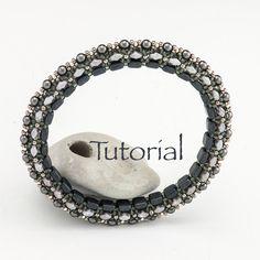 Beadwoven Bracelet Tutorial Magic Bangle (advanced) Digital Download par JewelryTales sur Etsy https://www.etsy.com/ca-fr/listing/117679938/beadwoven-bracelet-tutorial-magic-bangle