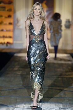 See the complete Roberto Cavalli Fall 2005 Ready-to-Wear collection.