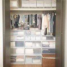 の子供服収納/収納/セリア/クローゼット/クローゼット収納/Plenty Box…などについてのインテリア実例を紹介。「クローゼット⋆⑅ 私と子供の服が収納してあります♩ 私の冬物のコートは別保管。。 子供服のシーズンオフ&サイズアウトはplentyboxへ…✩」(この写真は 2016-04-28 05:42:23 に共有されました)