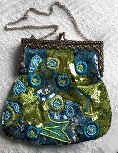 Stunning sequin and beaded bag with silver frame and kiss clasp. This is an exquisite showpiece. Perfect for an awards show or formal event. Vintage Bag, Vintage Handbags, Beaded Bags, Bag Sale, Sequins, Velvet, Shoulder Bag, Beads, Green