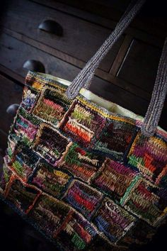 Many cute bags on the pinners board Bag Crochet, Freeform Crochet, Crochet Art, Crochet Handbags, Crochet Purses, Love Crochet, Crochet Patterns, Fabric Bags, Knitted Bags