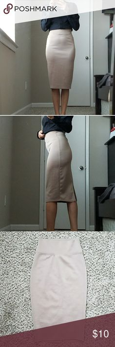 """💼 Beautiful pencil skirt EUC pencil skirt! Perfect for a day at the office. 98% polyester, 2% spandex. 26"""" length. Derek Heart Skirts Pencil"""