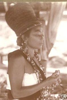 Bali-photo-female-Priest-Weissenborn-Indonesia-20s