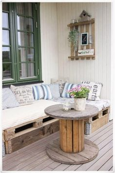 Pallet Project - Pallet Sofa And Spool Table.  #pallets  #palletsproject