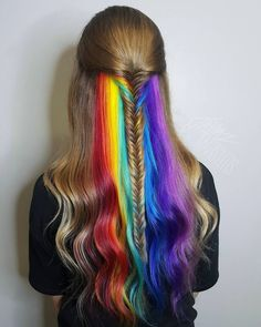 Hidden Rainbow Hair is the name of the trend of fun coloring the street style. It is about having a hidden rainbow in between hair and magically appear with movement. The hidden rainbow hair is dyed hair of different colors but in a little layer visible. Hair Dye Colors, Cool Hair Color, Hair Color Ideas, Eye Colors, Pretty Hairstyles, Braided Hairstyles, Rainbow Hairstyles, Hidden Rainbow Hair, Hair Rainbow