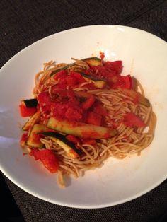 Pasta, tomaat en courgette