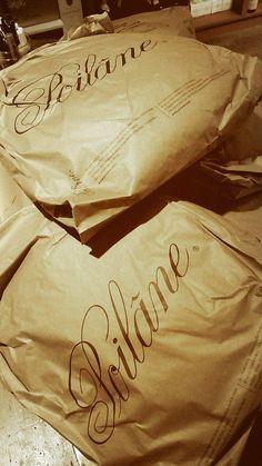Arrivage à l'instant de miches #Poilane à #levinence. Entieres, moitié ou en quart,  c'est un régal de Fêtes :)