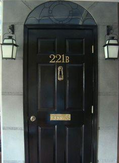 221b Baker Street door tutorial. Ooh, I really want to do this.