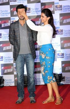 deepika padukone and ranbir kapoor during yeh jawani hai diwani promos. Bollywood Couples, Bollywood Actors, Bollywood Celebrities, Bollywood Fashion, Ranbir Kapoor Deepika Padukone, Deepika Padukone Style, Couple Outfits, Boy Outfits, Casual Outfits