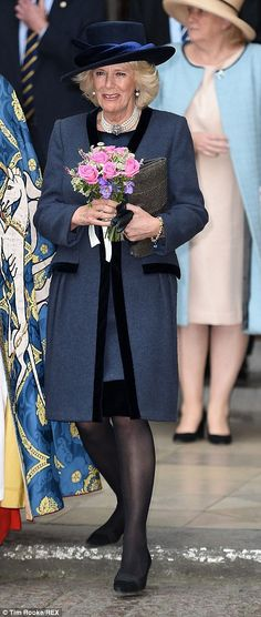 The dazzling duchess! Kate sparkles in powder pink #dailymail