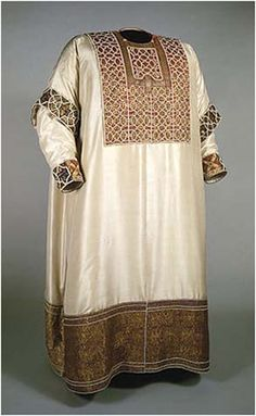 Alba from Palerma  (1181), silk gold embroidered, decorated by pearls and jewelry. Kusthistorishes Museum, Vienna