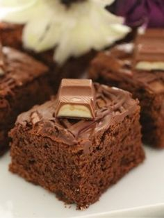 Brownie Tarifi nasıl yapılır? 4.050 kişinin defterindeki Brownie Tarifi'nin resimli anlatımı ve deneyenlerin fotoğrafları burada. Yazar: Semiray Ergün Bake Sale, Deserts, Cupcakes, Cookies, Baking, Sweets, Cake, Xmas, Meals