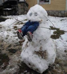 Snowman Snow Scarecrow - How To Keep Kids Out of Your Yard This Winter ---- hilarious jokes funny pictures walmart humor fails -- Someone did this in Sweetser this past winter lol Snow Fun, Calvin And Hobbes, Winter Fun, Winter Snow, Long Winter, Winter Time, Winter Season, Funny Cute, Make You Smile