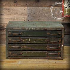 Hey, diesen tollen Etsy-Artikel fand ich bei https://www.etsy.com/de/listing/200648167/vintage-industrial-spring-cabinet