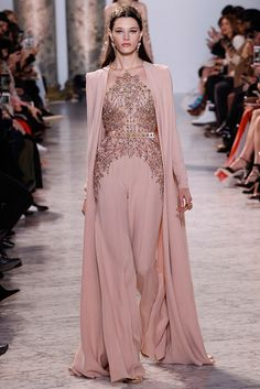 See the complete Elie Saab Spring 2017 Couture collection. inspirationen, Elie Saab Spring 2017 Couture Fashion Show Elie Saab Couture, Couture Mode, Style Haute Couture, Couture Fashion, Runway Fashion, Fashion Show, Fashion Design, Paris Fashion, Spring Couture