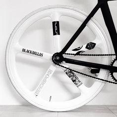 Details we like / Bicycle / Aerospoke / White / Black / Transport / at Le Manoosh : Photo