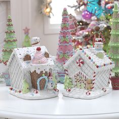 Faux Gingerbread Houses | www.castlesandcarriages.blogspot.com