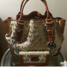 a551cf2fdcf7  MKBags Michael Kors Outlet  Michael  Kors  Outlet Now   17.99-