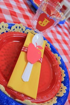 "Photo 16 of 31: Snow White / Birthday ""Snow White with a modern touch!"" 