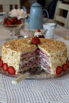 Familien Kaysens Yndlingskage med hindbær og flødeboller