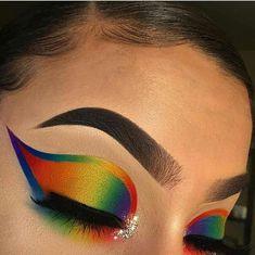 Discover these everyday makeup ideas Pic# 2462 Makeup Eye Looks, Blue Eye Makeup, Pretty Makeup, Eyeshadow Makeup, Makeup Goals, Makeup Inspo, Makeup Tips, Makeup Ideas, Rainbow Makeup