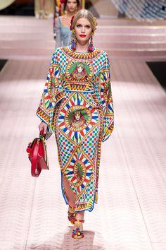 Dolce & Gabbana Spring 2019 Ready-to-Wear Fashion Show Collection: See the complete Dolce & Gabbana Spring 2019 Ready-to-Wear collection. Look 13 Style Couture, Couture Fashion, Runway Fashion, Spring Fashion, Mode Baroque, Vetement Fashion, Fashion Brand, Fashion Design, Milan Fashion Weeks
