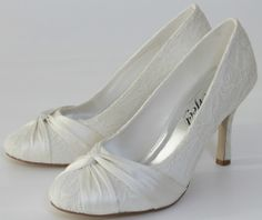 "VINTAGE STYLE IVORY LACE AND SATIN BRIDAL COURT SHOE 3 1/4"" HEEL"