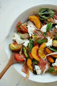 Summer Nectarine Salad // Honestly Yum Healthy recipes to give you all the nutrients you and your family need! Nectarine Salad, Nectarine Recipes, Clean Eating, Healthy Eating, Healthy Food, Good Food, Yummy Food, Cooking Recipes, Healthy Recipes