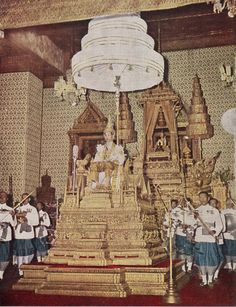 Life is the inspiration from nature. King Of Kings, My King, Culture Of Thailand, Bhumibol Adulyadej, Empire, Royalty, Fair Grounds, Painting, Royals
