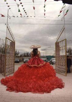 Mariachi Quinceanera Dress, Champagne Quinceanera Dresses, Mexican Quinceanera Dresses, Quinceanera Cakes, Quencenera Dresses, Charro Dresses, Quince Dresses Mexican, Vestido Charro, Beautiful Dresses