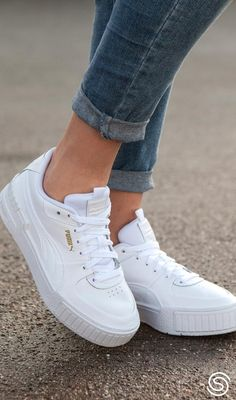 Sneakers Mode, Casual Sneakers, Sneakers Fashion, White Puma Sneakers, Sneaker Outfits, Puma Cali, Adidas Shoes Women, White Shoes, Me Too Shoes