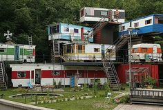 Weird and Funky Houses - kinda cool in a redneck kinda way.