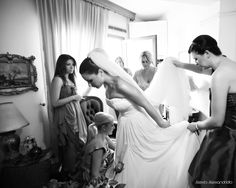 Girlfriends & the bride, photo by Alexis Alexandridis