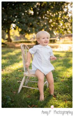 Avondale Park | Outdoor photo shoot | 2 year old boy | Chair in the grass photo | little boy in white outfit